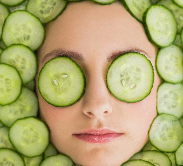 concombre-masque-beauté-boutons-sur-le-visage-enlever-acné-remède-naturel-fait-maison-belle-peau